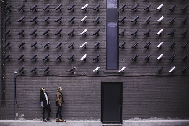 kamery nade dveřmi