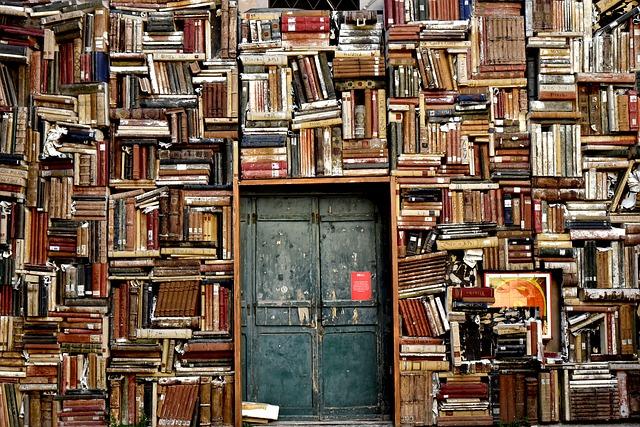 staré dveře knihovny
