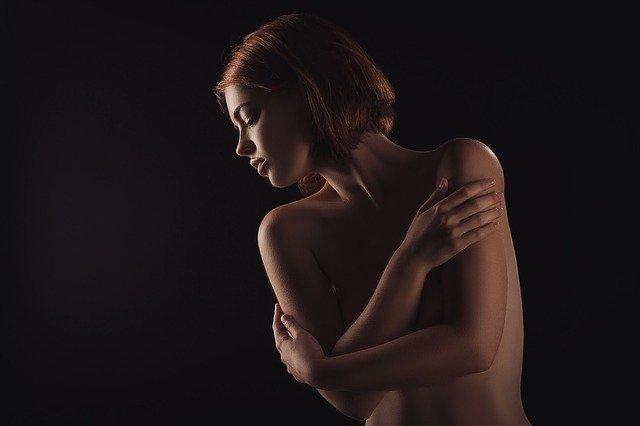 Ľahká erotika, žena, model.jpg