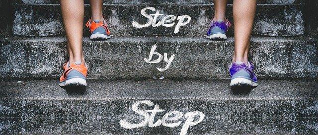 nohy na schodoch.jpg