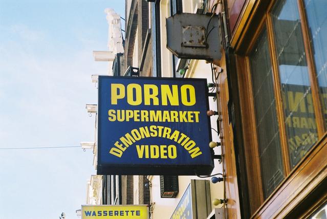Reklamná tabuľa, predajňa, porno.jpg