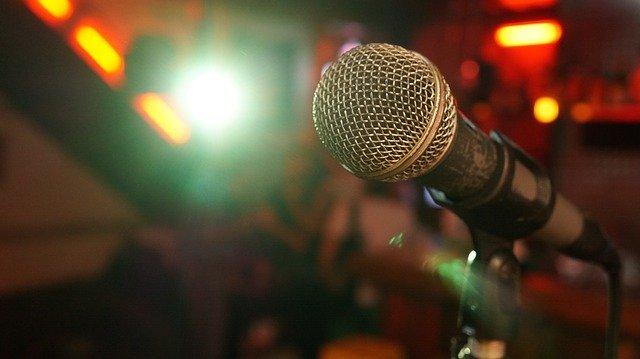mikrofón v štúdiu.jpg
