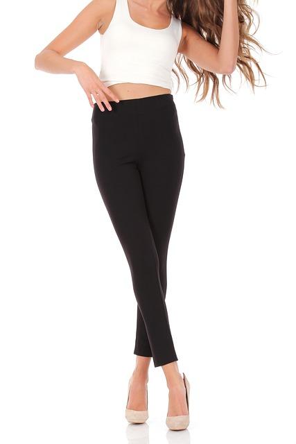 postava ženy v úzkych nohaviciach.jpg